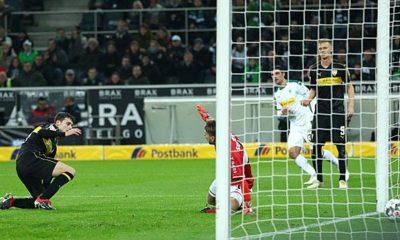 Bundesliga: Pavard: first own goal, then injured
